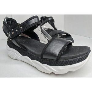 NWT - Skechers Cali Cloud 9 Luxe Foam sandals